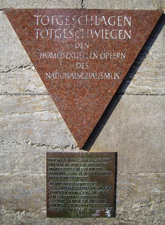 사진 3) 놀렌도르프 광장의 희생된 동성애자들 추모비